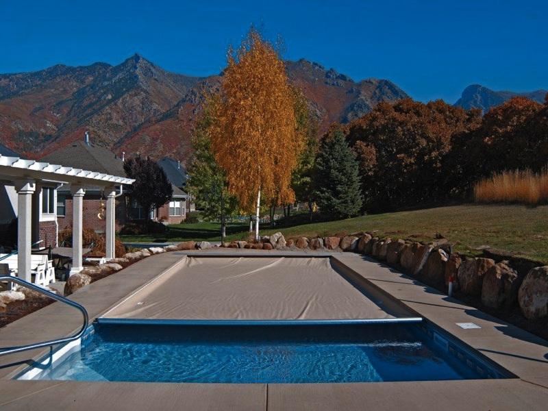 Custom swimming pool safety covers pool guard ventura for Pool design ventura
